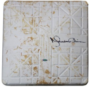 Game used base autograph Mariano Rivera
