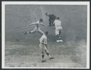 Lloyd Waner safe 1927 World Series